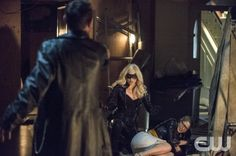 "Arrow -- ""Time of Death"" -- Image AR214b_0421b -- Pictured (L-R): Robert Knepper as William Tockman, Caity Lotz as Canary, and Emily Bett Rickards as Felicity Smoak -- Photo: Cate Cameron/The CW -- © 2014 The CW Network, LLC. All Rights Reserved."