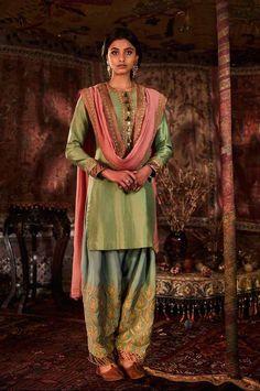 Rimple Harpreet Narula Bridal Lehengas + Prices - Rimple Harpreet Narula Bridal Lehengas + Prices - Looking for premium bridal designers for your big day? Then you must check out Rimple Harpreet Narula Bridal Lehengas. Prices are mentioned in the post. Desi Wedding Dresses, Pakistani Formal Dresses, Pakistani Outfits, Indian Dresses, Indian Outfits, Mehendi Outfits, Indian Clothes, Raw Silk Lehenga, Lehenga Choli