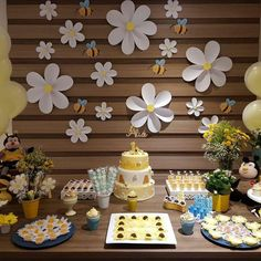 Pin on Festa Baby Birthday, First Birthday Parties, Birthday Party Decorations, First Birthdays, Daisy Party, Bee Party, Shower Bebe, Baby Shower Themes, Paper Flowers