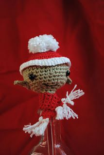 Fun and Fang: Free pattern: christmas elf pencil topper!