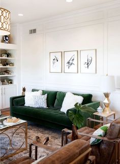 Living Room Green, Green Rooms, Cozy Living Rooms, Living Room Sofa, Home Living Room, Living Room Designs, Green Velvet Sofa, Green Sofa, Blue Velvet