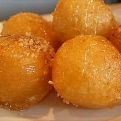 Greek Honey Puffs - Loukoumades Greek Honey Puffs - Loukoumades on BigOven: Loukoumades, one of my favourite Greek pastries, are sweet fritters (similar to doughnuts) that are deep fried till golden brown and served warm with a honey syrup, sprinkled with Greek Sweets, Greek Desserts, Köstliche Desserts, Delicious Desserts, Dessert Recipes, Yummy Food, Plated Desserts, Arabic Sweets, Tasty
