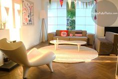 Ihana olohuone!  www.huopapallomatto.com  #huopapallomatto #matto #olohuone #valkoinen #sisustus #sisustusideoita