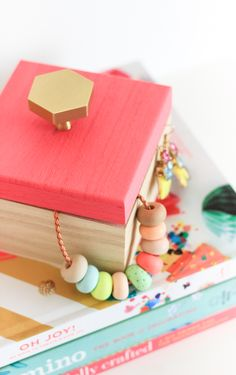 Learn to make this custom diy jewelry box in only 10 minutes! #12monthsofmartha