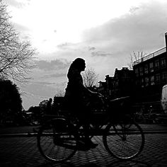 #Haarlemmerbuurt (http://www.facebook.com/haarlemmerbuurt) wenst haar fans/likers hele fijne Paasdagen. pic.twitter.com/K6zAELTFC4