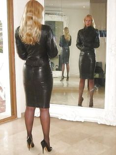 check out this sexy girl ; Black Leather Skirts, Leather Boots, Mode Latex, Sexy Rock, Botas Sexy, Leder Outfits, Quoi Porter, Stockings Heels, Straight Jacket