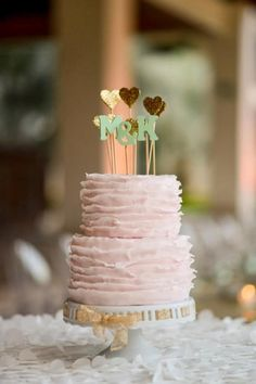 Though naked wedding cakes seem to be on top, many couples prefer buttercream versions. One of the timeless ideas is a ruffle wedding cake. Pretty Cakes, Cute Cakes, Beautiful Cakes, Amazing Cakes, Wedding Sweets, Wedding Cupcakes, Wedding Dj, Wedding Cake, Wedding Ideas
