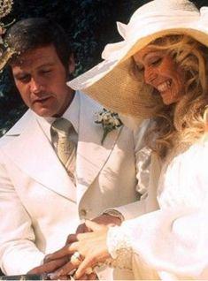Farrah Fawcett and Lee Majors (1973) - Vintage Celebrity Wedding Photos - Photos