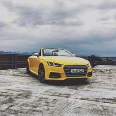 Oben ohne durch den Sommer: der Audi TTS Roadster.  Foto: @henning_greitzke Kraftstoffverbrauch kombiniert: 73-69 l/100 km / CO2-Emission kombiniert: 169-159 g/km // http://ift.tt/1Pi1RsR  #audi #tts #audisommer #audisocialcar #audisnapdrive #vorsprungdurchfans #vegasgelb by audi_de