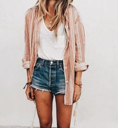 10 Best Spring Blouses & Tops Fresh spring frosting in the air. How can you better embrace the world by storm? Take a look at our top 10 spring blouses # 1 spot ! Looks Style, Looks Cool, Style Me, Basic Style, Mode Outfits, Fall Outfits, Fashion Outfits, Ladies Fashion, Flannel Outfits Summer