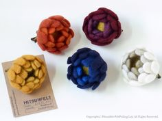 冬の花ブローチ by ヒツジフエルト縮絨室-ヒロタリョウコ[Winter Flower Brooch by Felt Fulling Labo-Ryoko Hirota]20141119 http://www.nouvelle-vague-art.org/news/2014/11/botanical-christmas-at-jampot.html