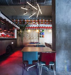 settle in for some food truck fare in the comfort of a proper restaurant at Tel Aviv's Truck Deluxe Burger Restaurant, Restaurant Design, Kiosk, Visual Merchandising, Seafood Shop, Mexico City Restaurants, Retail Solutions, Coffee Places, Coffee Shop Design