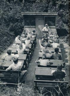 Kees van Wijk-  Den  Haag   Scheveningse buitenschool  1957