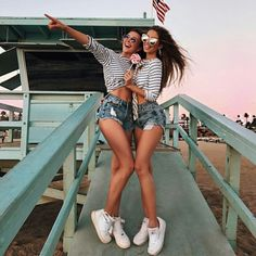 How to rock spring outfit ideas: 2017 fashion trends. Cute Friend Pictures, Best Friend Pictures, Shotting Photo, Friend Poses, Friend Outfits, Cute Friends, Summer Photos, Best Friend Goals, Best Friends Forever