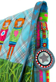 Taschen mit einfachen Anhängern verzieren, Webband, Karabiner, Kugelkette