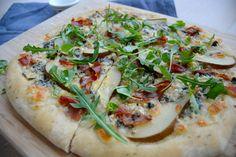 Pizza med blåmuggost, pære og parma