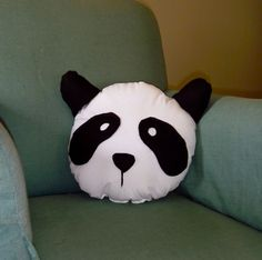 DIY Panda pillow!!! Yes! And super easy...I'm going to make Lily a couple:))