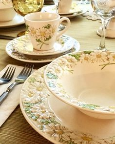 VINTAGE METLOX POPPYTRAIL Daisy Pattern by RubbishJunkee on Etsy & The Most Beautiful China Patterns for Your Fall Table | China ...