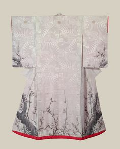 White Uchikake - Japan - Early to Mid Meiji (1868-1900) .