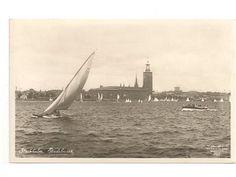 Vykort stockholm stadshuset båtar i bild