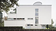 Huis Sonneveld in Rotterdam, Foto: Johannes Schwartz, absolutly amazing Bauhaus-building! You can go in, visit everything and even sit on the sofa! Le Corbusier, Architecture Bauhaus, House Architecture Styles, Art Deco Buildings, Unique Buildings, Walter Gropius, Alvar Aalto, Architect Design, Interior And Exterior