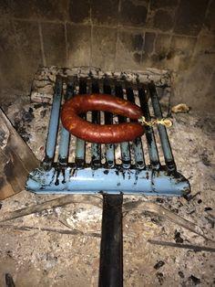 Chorizo Riojano de fabricación casera a la chimenea. Chorizo, Sausage, Meat, Food, Fire Places, Homemade, Meals, Sausages, Essen
