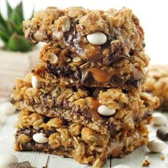 Ooey, gooey, and absolutely delicious, these pecan carmelitas are a must make!