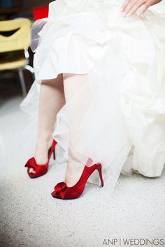 Precioso este tono de rojo para la novia de hoy.