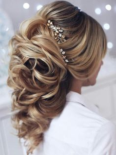 Bridal hairstyle love! find your dream wedding gown www.customdreamgowns.com