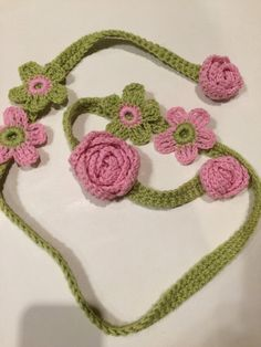 1 set of beautiful pink/green apple curtain or drapery tiebacks. These Tiebacks measure 44 inches long and the flowers are 2 inches in diameter. Perfect for yourself or a gift. Granny Square Crochet Pattern, Crochet Flower Patterns, Crochet Flowers, Crochet Curtains, Diy Curtains, Crochet Belt, Crochet Necklace, Crochet Placemats, Flower Curtain