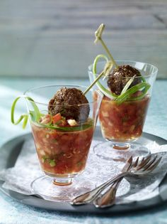 Unser beliebtes Rezept für Köfte auf Tomaten-Salsa und mehr als 55.000 weitere kostenlose Rezepte auf LECKER.de.