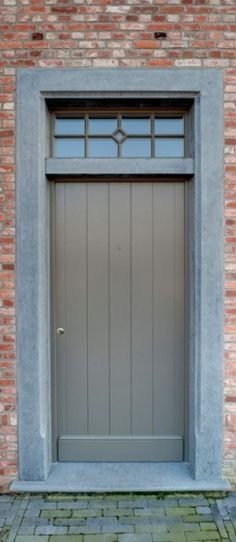Enkele voordeur: Landelijk Entrance Doors, Garage Doors, Grey Window Frames, Farmhouse Kitchen Island, Door Images, Belgian Style, Door Gate, Front Door Colors, Door Knockers