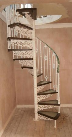 Литая винтовая лестница белая №57