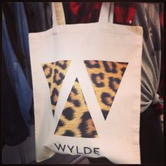 Les nouveaux tote bags WYLDE vous attendent à La Boutique Éphémère ! (7 rue Froissart Paris 3) #wyldevintage #laboutiqueéphémère #mode #paris #totebag #sac #coton #bio #print #leopard #tendance #shopping #animal #nouveau #triangle #fashion #marais #rock #wild #musthave #new #itbag #Padgram