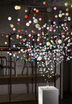 """""""Sparkling Bubbles"""" is an incredible installation uses 800 acrylic transparent spheres bringing the experience of the bubbles and sparkles of Coca-cola, created by artist Emmanuelle Moureaux. Art Actuel, Art Public, Instalation Art, Art Sculpture, Metal Sculptures, Abstract Sculpture, Bronze Sculpture, 3d Fantasy, Art Moderne"""