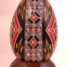 Se você imagina que a Páscoa sempre foi sinônimo de ovo de chocolate, está enganado! As Pêssankas ucranianas vieram de tradições pagãs, mas foram incorporadas à cultura cristã. Nessa bagagem, os ovos pintados à mão carregam consigo muito simbolismo e uma explosão de cores.