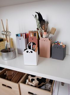 Upcycle Milk Cartons You are in the right place for boxing crafts .- Upcycle Milk Cartons Sie sind an der richtigen Stelle für schachteln Basteln … Upcycle Milk Cartons You are in the right place … - Upcycled Crafts, Recycled Art Projects, Diy Projects, Milk Carton Crafts, Diy For Kids, Crafts For Kids, New Crafts, Luminaria Diy, Upcycled Furniture Before And After