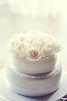 Beautiful Cake & Beautiful Vancouver Island Wedding!    Photography by erinwallis.com