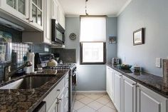 Benjamin Moore Mt Rainier Gray - for my kitchen! Blue Green Bedrooms, Blue Gray Bedroom, Blue Gray Paint, Blue Grey, Benjamin Moore Blue, Old Country Houses, Paint Colors For Home, Paint Colours, House Colors