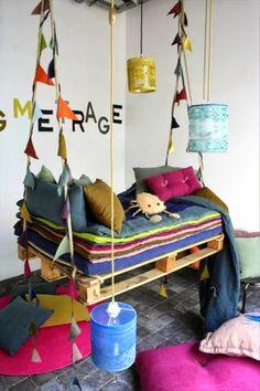 Kids Swing Pallet Bed- I want a pallet swing bed Pallet Furniture, Kids Furniture, Furniture Projects, Furniture Plans, Pallet Chair, Outdoor Furniture, Pallet Swing Beds, Pallet Swings, Deco Kids