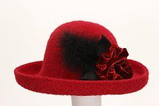 Brimmed Hat with Flower Pin by Tess McGuire (Wool Hat) Cintas 4d006c1b0d9