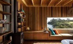 Our latest fantasy beach retreat is located in Auckland, New Zealand. Designed by Herbst Architects, the spectacular Castle Rock Beach House sited on the crest of the hill and offers guests mind-blowing views of the panoramic landscape. The house is