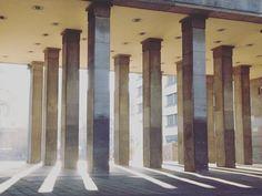 There's light beyond the gates. #berlin #frankfurtertor #light #sunbeams #pillars #lightrays