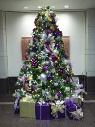 Google Image Result for http://locoboy.com/wp-content/uploads/2013/10/decoration-ideas-big-and-large-minimalist-chistmas-tree-with-lovely-go...