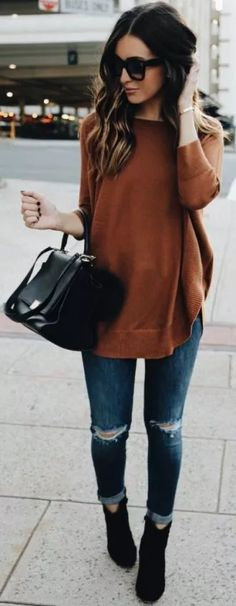 Elegant winter outfit ideas with ripped jeans, booties and loose cardigan