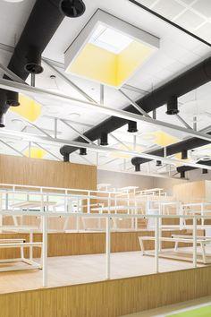 Lichtstraten in wildverband geplaatst geven een speels effect. Desk, Furniture, Home Decor, Desktop, Decoration Home, Room Decor, Table Desk, Home Furnishings, Office Desk