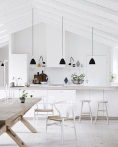kitchen island is four meters long double-wide. The table top is made of three wide Dinesen Douglas pine planks, an impressive sight with the beautiful veins of four meters in length. See this Instagram photo by @nordiskrum