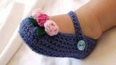 Nuevos modelos de zapatos tejidos a crochet para niños.