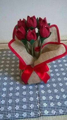 Decoração Felt Flowers, Diy Flowers, Fabric Flowers, Hobbies And Crafts, Diy And Crafts, Arts And Crafts, Diy Fleur, Diy Y Manualidades, Valentines Day Decorations