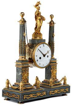 Höhe: ca. 54 cm.Frankreich, Ende 18. Jahrhundert. WERK Achttagegehwerk. Pendel mit Fadenaufhängung. Halbstunden- und Stundenschloss-Scheibenschlagwerk auf...